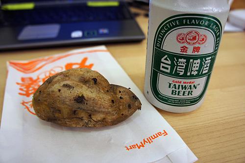 台湾ビールと焼き芋